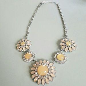 NWOT Lia Sophia Flower Necklace